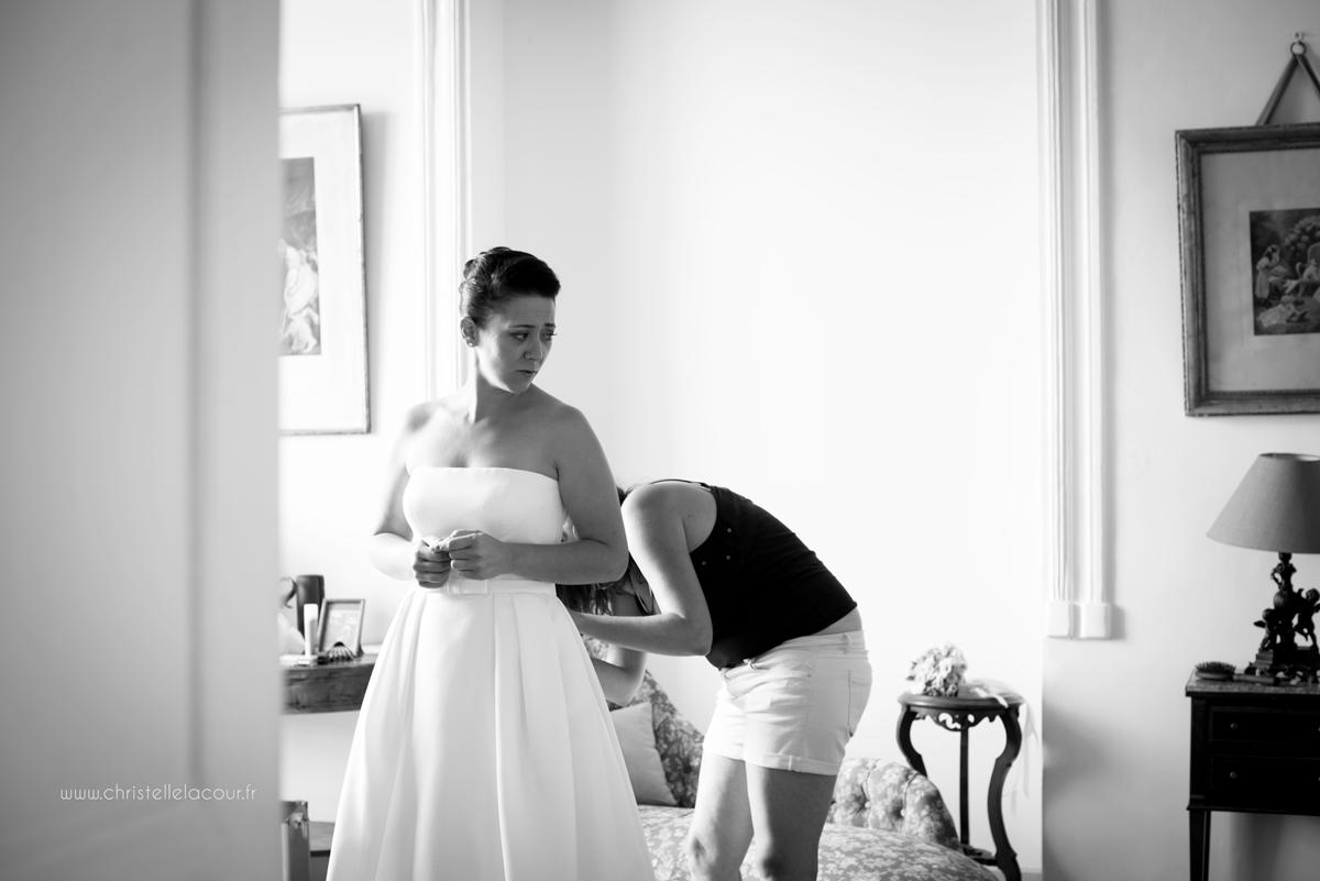Mariage au château des Varennes près de Toulouse, l'habillage de la mariée