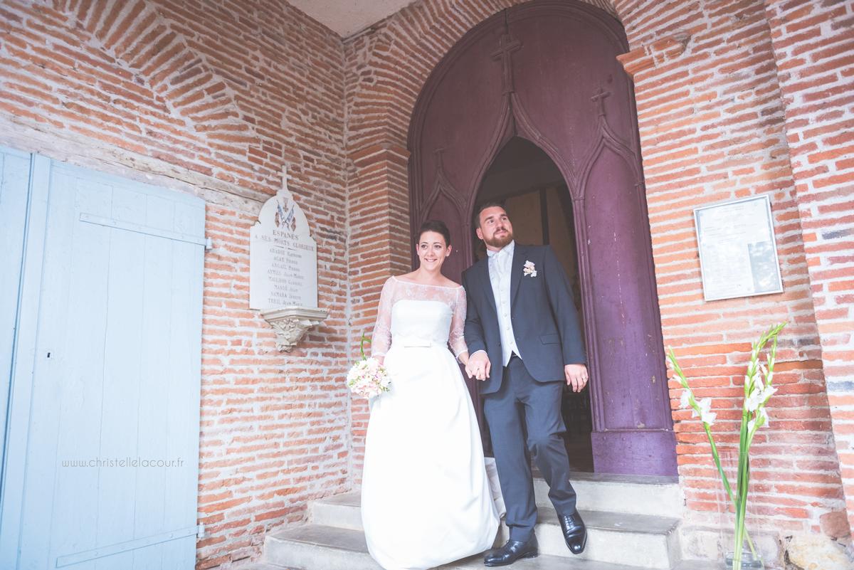 Mariage au château des Varennes près de Toulouse, la sortie de l'église d'Espanès