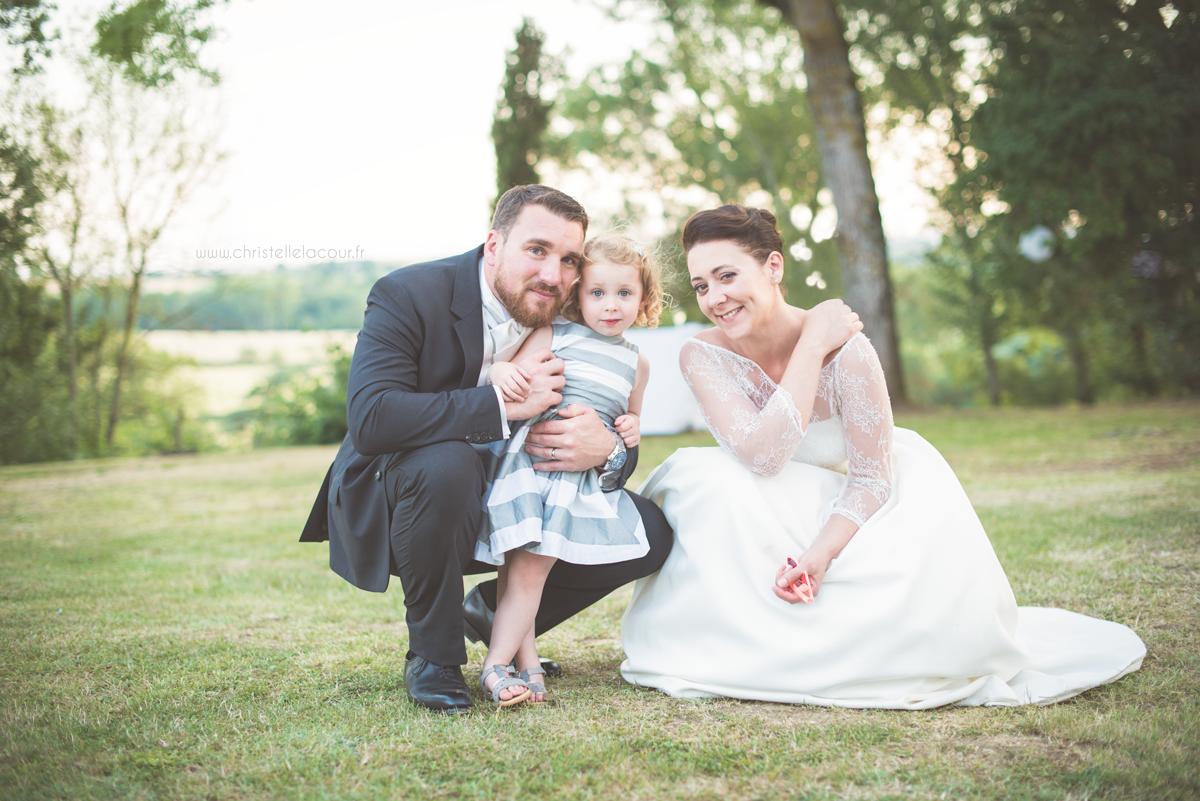 Mariage au château des Varennes près de Toulouse, les photos de famille dans le parc du château