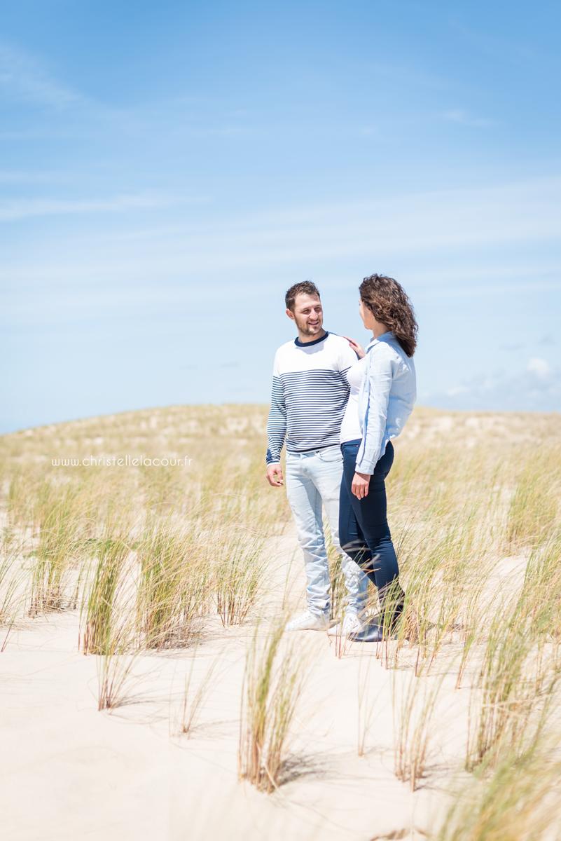 Photographe de couple sur les plages et les dunes de l'Atlantique