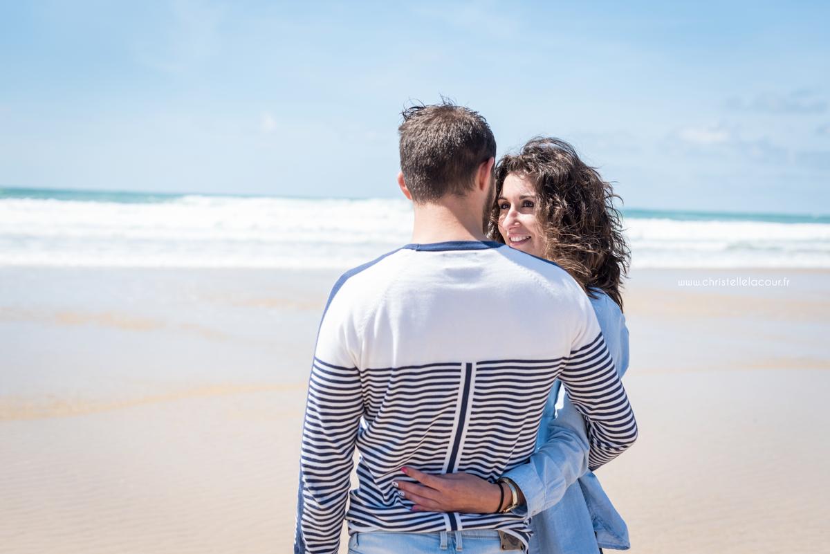 Photographe de couple sur les plages de l'Atlantique