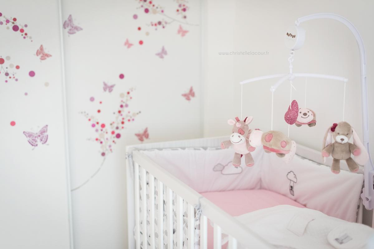 Photo chambre de bébé fille blanche et rose à Toulouse