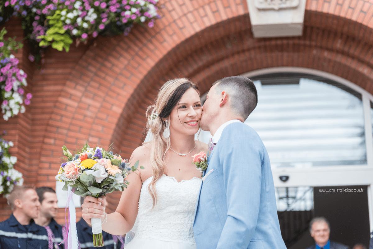 Photographe de mariage à Toulouse au Domaine Beausoleil, la sortie des mariés de la mairie