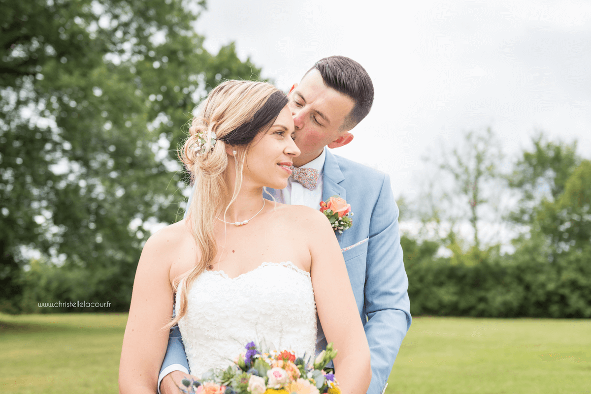 Photographe de mariage à Toulouse au Domaine Beausoleil, la séance de couple dans le parc du domaine