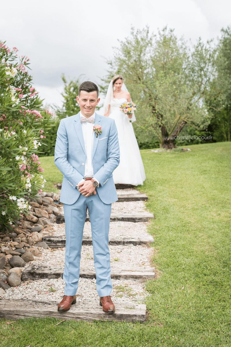 Photographe de mariage à Toulouse au Domaine Beausoleil, la découverte des mariés dans le parc du domaine