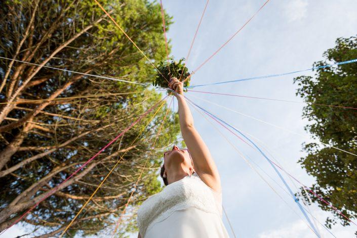 Lancer de bouquet original, mariage au domaine de Pagayrac - Christelle Lacour Photographe