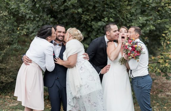 Photo fun avec les témoins de mariage