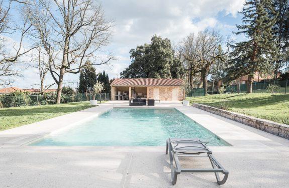 Se marier à Toulouse : la piscine du Domaine de Montjoie