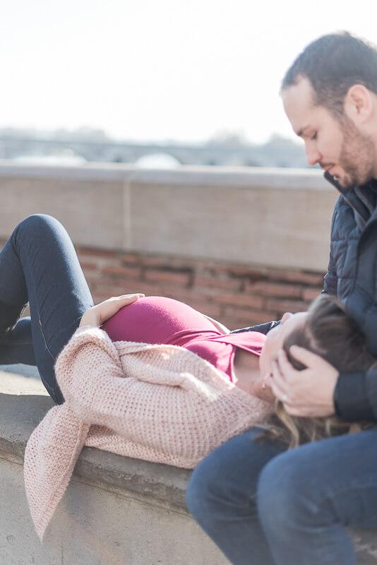 Séance photo de femme enceinte en hiver à Toulouse