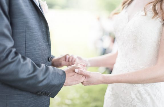 Echange de voeux lors d'une cérémonie de mariage bilingue