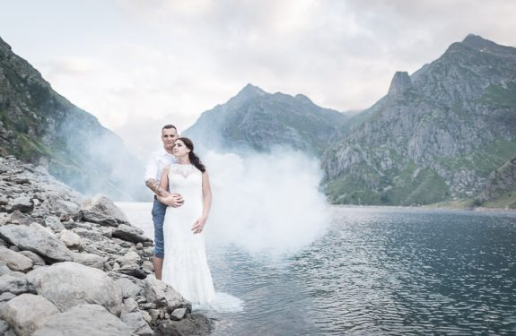 Une séance Trash the Dress à la montagne