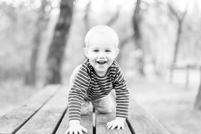 Photographe d'enfant plein de vie à Toulouse