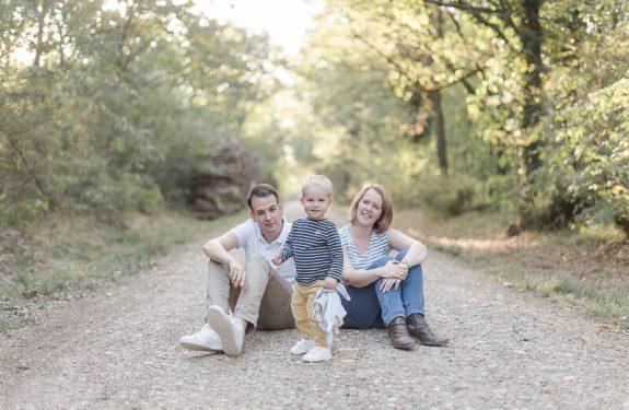 Séance photo d'automne en famille en extérieur à Toulouse