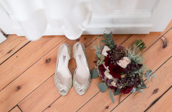 Photo de mariage élégant, chaussures pailletées Patricia Blanchet