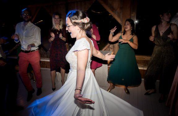 Photo de soirée de mariage aux Jardins de Courisana à La Romieu