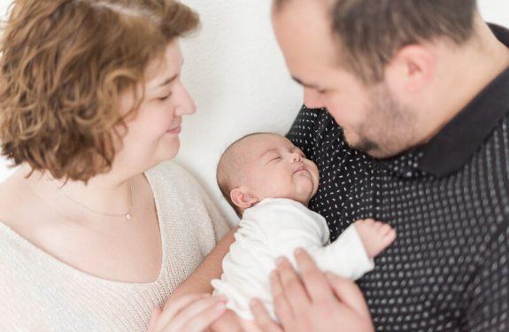 Séance photo de nouveau-né à domicile à l'Isle Jourdain