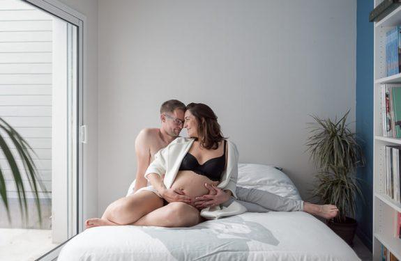 Photo de grossesse en lingerie à domicile à Toulouse