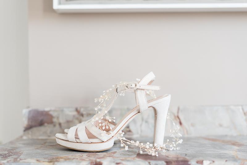 Préparatifs de la mariée au Manoir du Prince, chaussures de la mariée Repetto