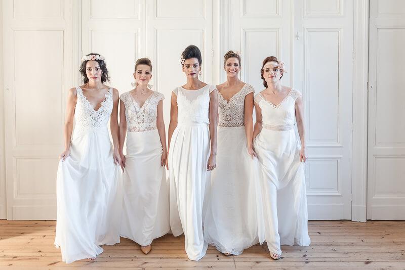 Accessoires de coiffure de mariée en tissu blanc et corail par Alice Marty Créatrice