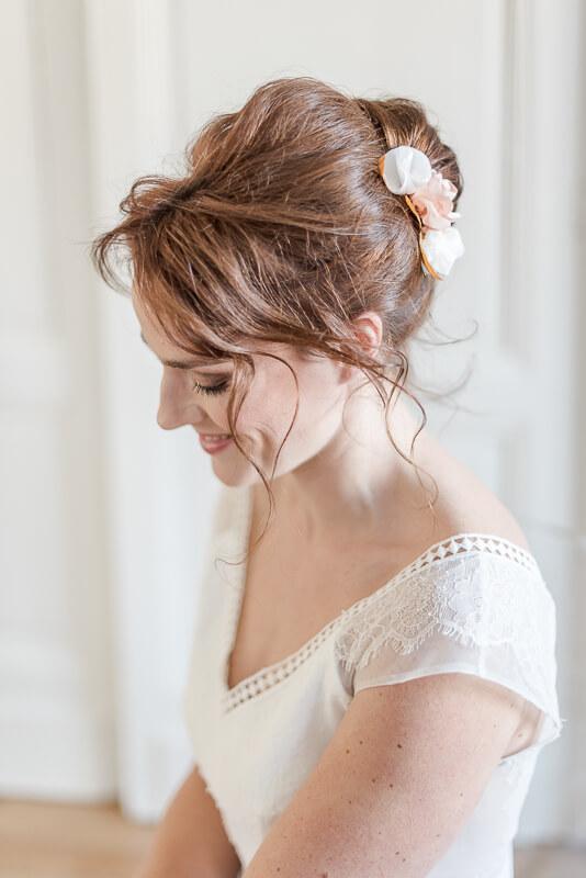 Barrette de cheveux en fleurs en tissu corail pour mariage