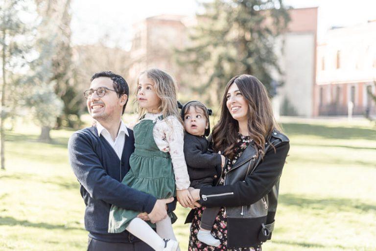 Séance photo de famille au Jardin des Plantes de Toulouse