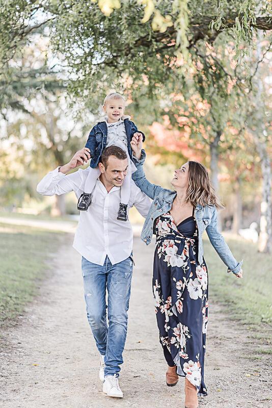Séance photo de famille et de grossesse en automne en extérieur près de Toulouse