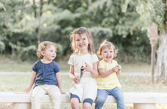 Séance photo de famille en Ariège pour une famille nombreuse