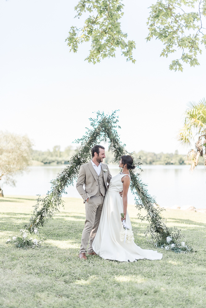 Photographe de mariage à Toulouse - cérémonie laïque de mariage minimaliste au Domaine de Borde Blanque