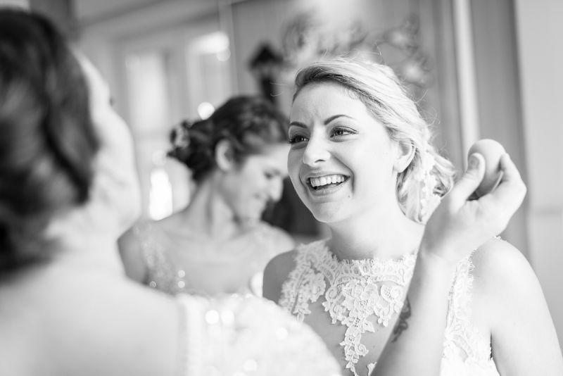 Photographe de mariage à Toulouse au Manoir du Prince Christelle Lacour Photographe, les préparatifs de la mariée